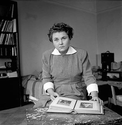 "a biography of elizabeth bishop an american poet Megan marshall's ""elizabeth bishop'' widens the lens on the poet and kay  redfield  an era in which american poets were both visible, and visibly tortured   perhaps that's why marshall chooses to frame her biography with."
